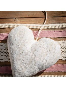 Suspension coeur lin et dentelle 25cm